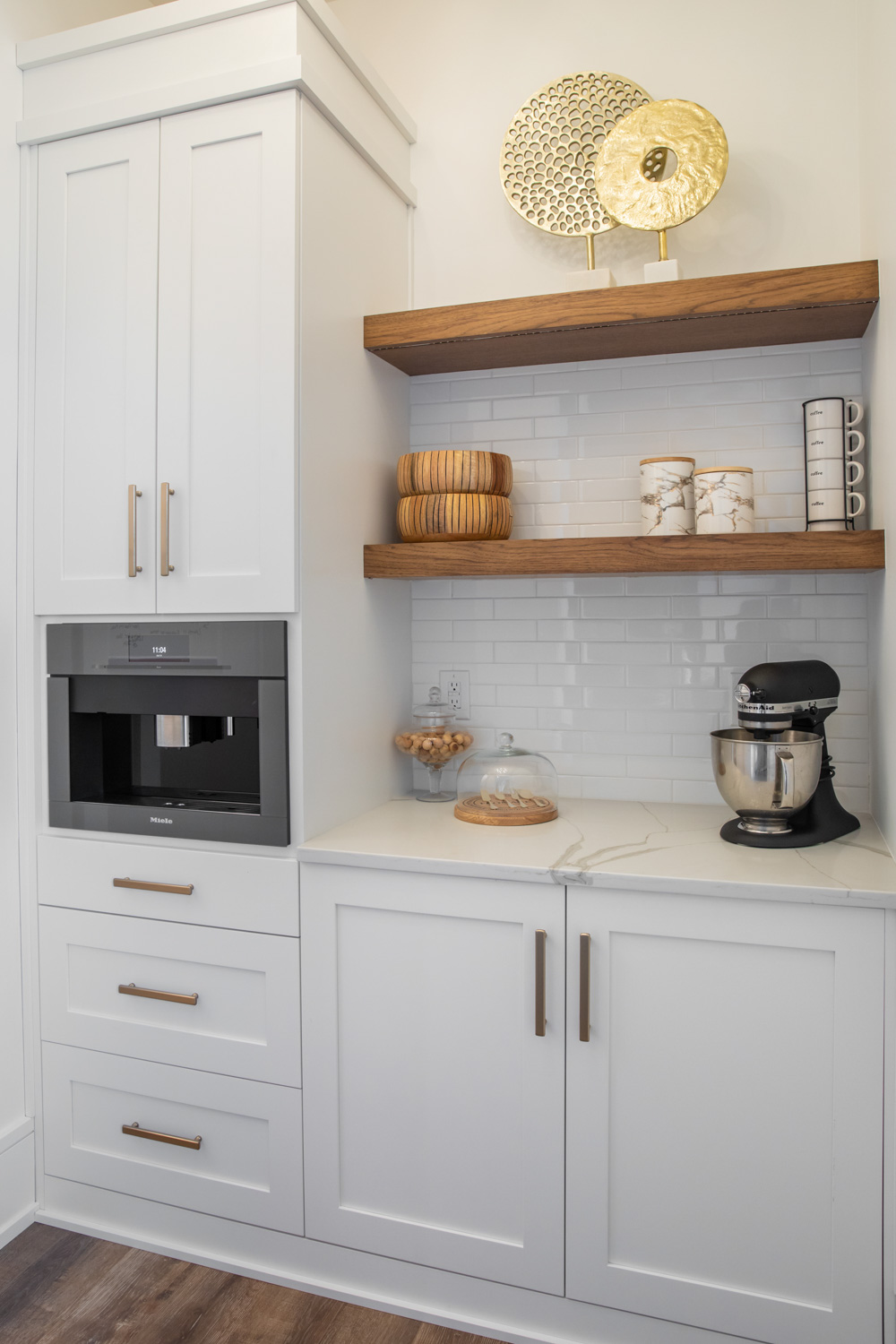 farmhouse kitchen, white kitchen